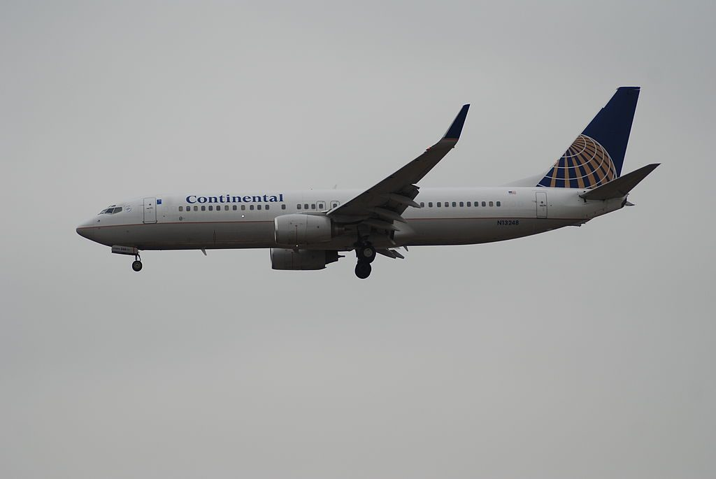 United Airlines Aircraft Fleet (ex Continental Airlines) Boeing 737-800 winglets N13248 on final before landing @LAX
