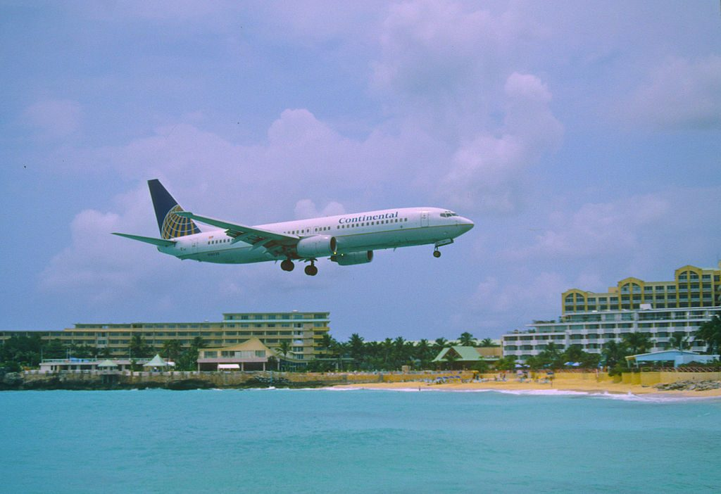 United Airlines Aircraft Fleet (ex-Continental Airlines) Boeing 737-824 N18220 on final approach before landing at SXM Princess Juliana International Airport Saint Martin