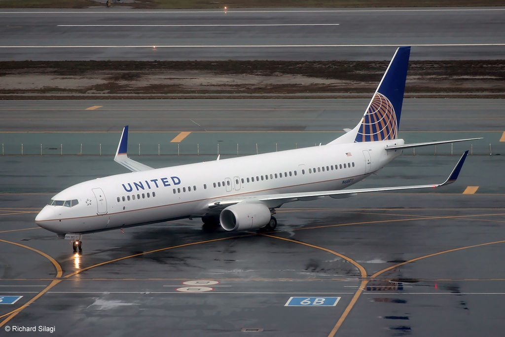 United Airlines Boeing 737-900ER N68811 at San Francisco International Airport in February 2014