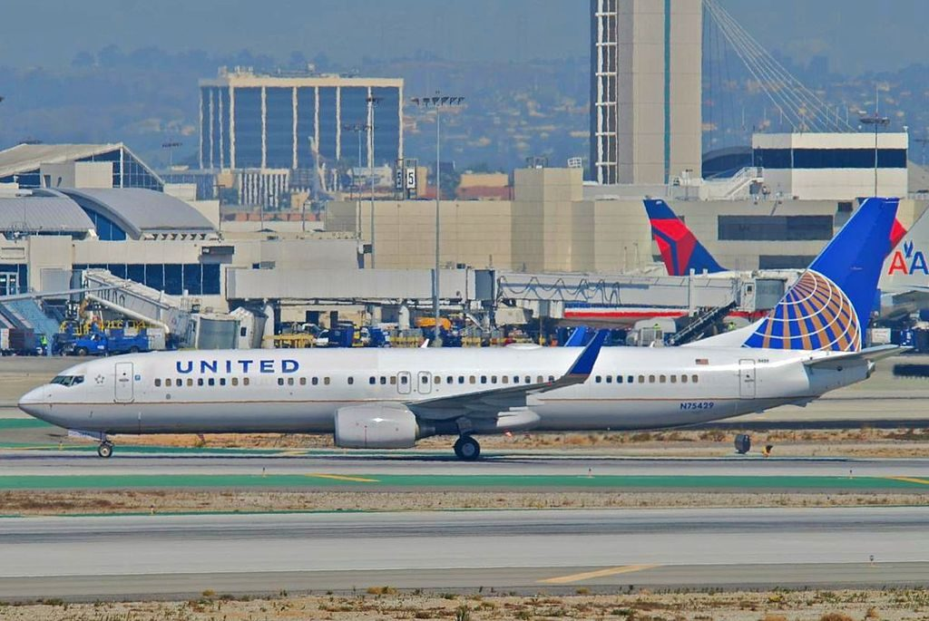 United Airlines Boeing 737-900ER; N75429 @LAX This Boeing 737-924ER took its first flight on December 5, 2008