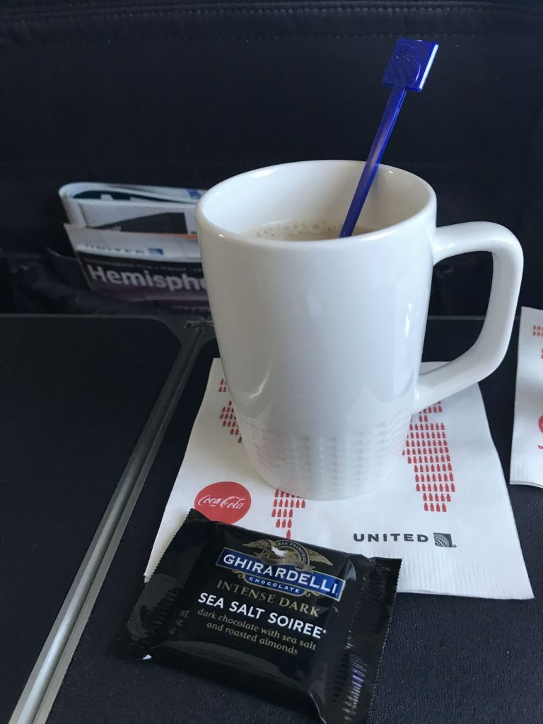 United Airlines Fleet Boeing 737-800 First Class:Business Class:United First Inflight Amenities Snacks and Drinks Services