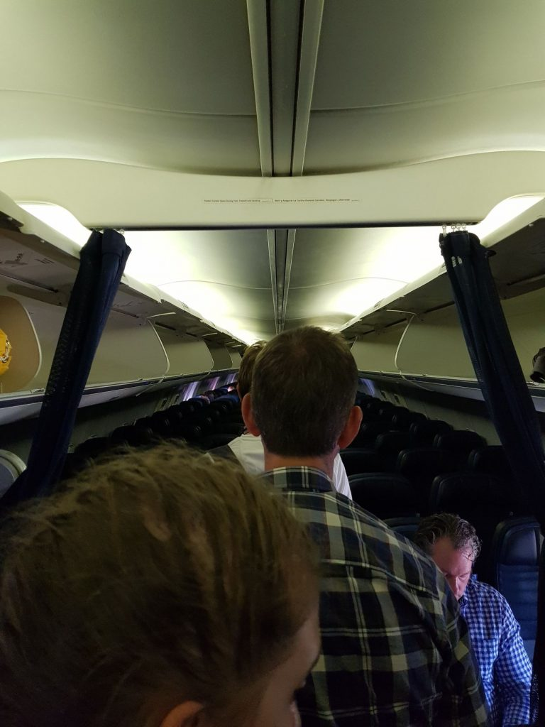 United Airlines Fleet Boeing 737-800 Main Cabin Economy Class Passenger Boarding Process
