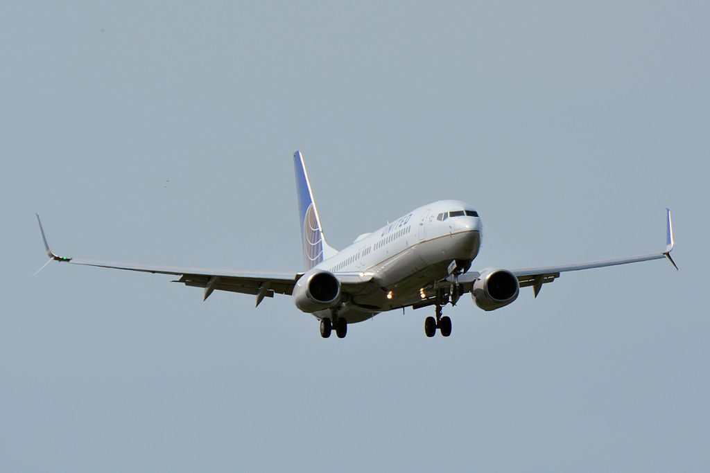 United Airlines Fleet Boeing 737-800 N37293 with Split Scimitar Winglet on final at NRT Narita International Airport (IATA- NRT, ICAO- RJAA)