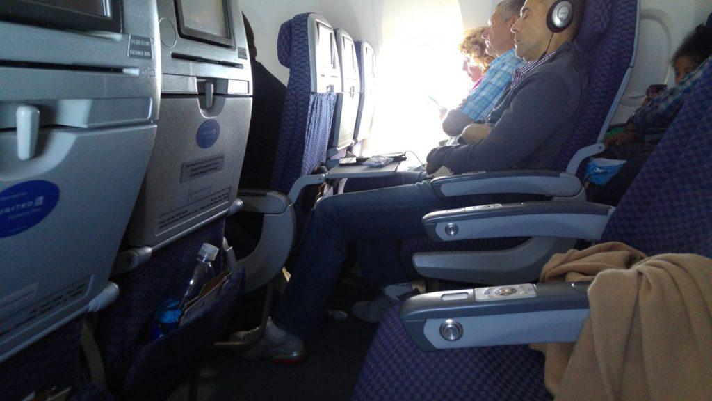United Airlines Fleet Boeing 737-800 Premium Eco:Economy Plus Inflight seats row photos