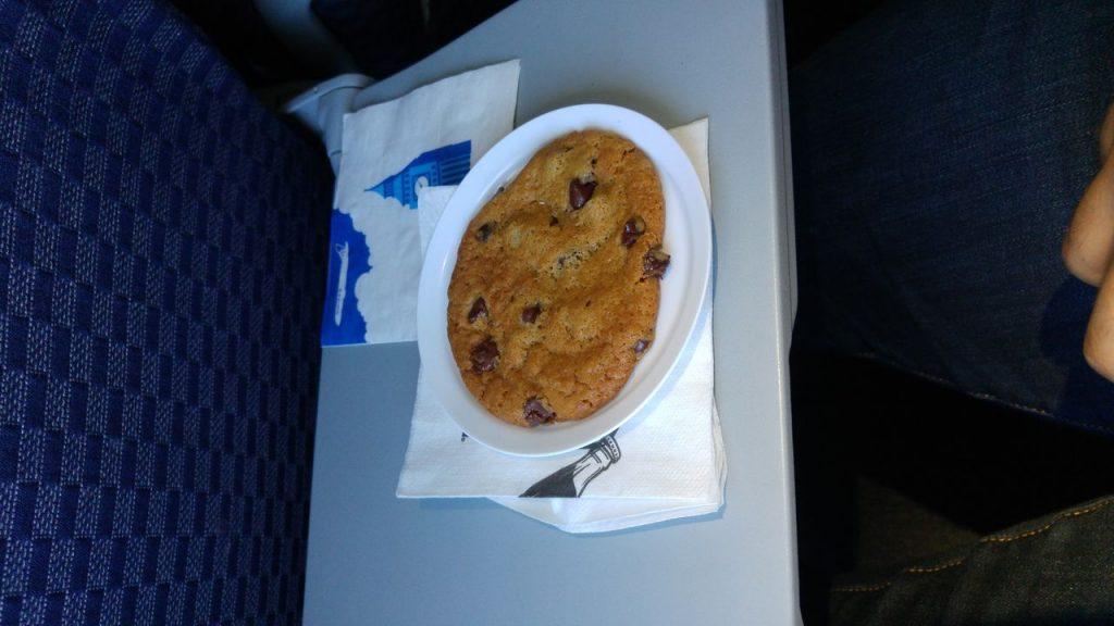 United Airlines Fleet Boeing 737-800 Premium Eco:Economy Plus Pre-Arrival Snacks chocolate cookie