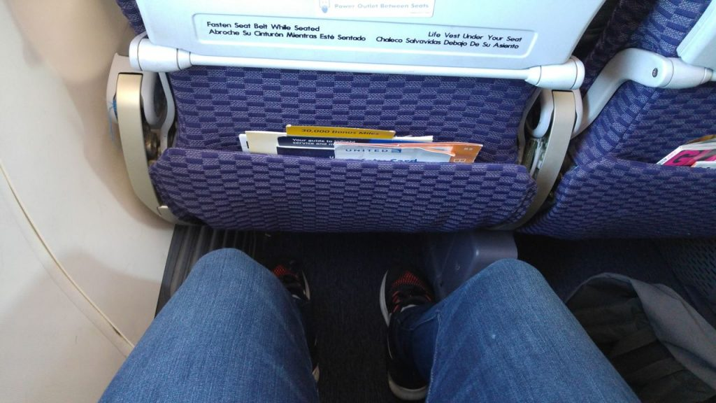 United Airlines Fleet Boeing 737-800 Premium Eco:Economy Seats Pitch Legroom Photos