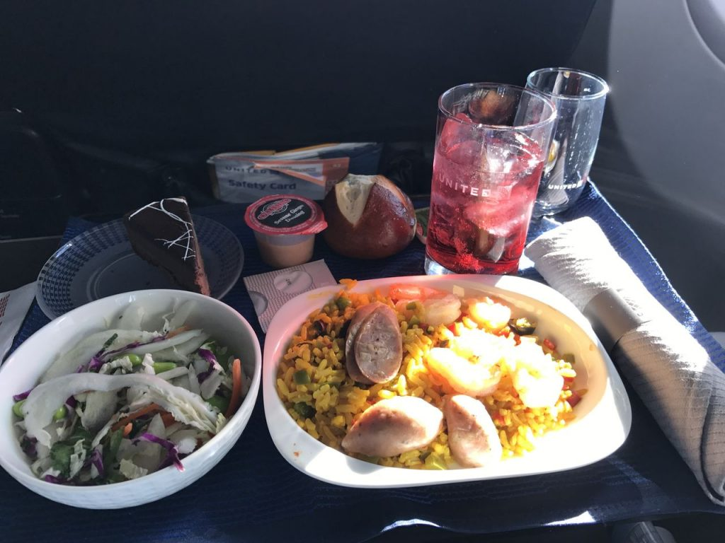 United Airlines Fleet Boeing 737-900 Business:First Class:United First Inflight Amenities Meal:Food:Breakfast:Lunch:Dinner Menu Services