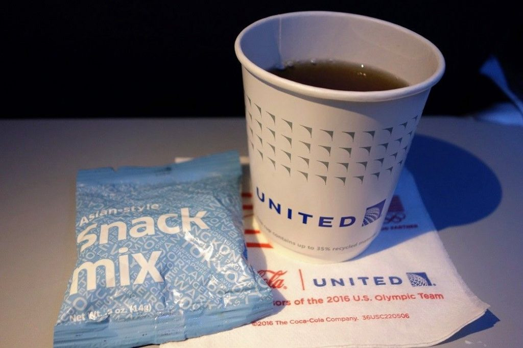 United Airlines Fleet Boeing 737-900 Main Cabin Economy Class Inflight Amenities Beverages Services Snacks and Drinks