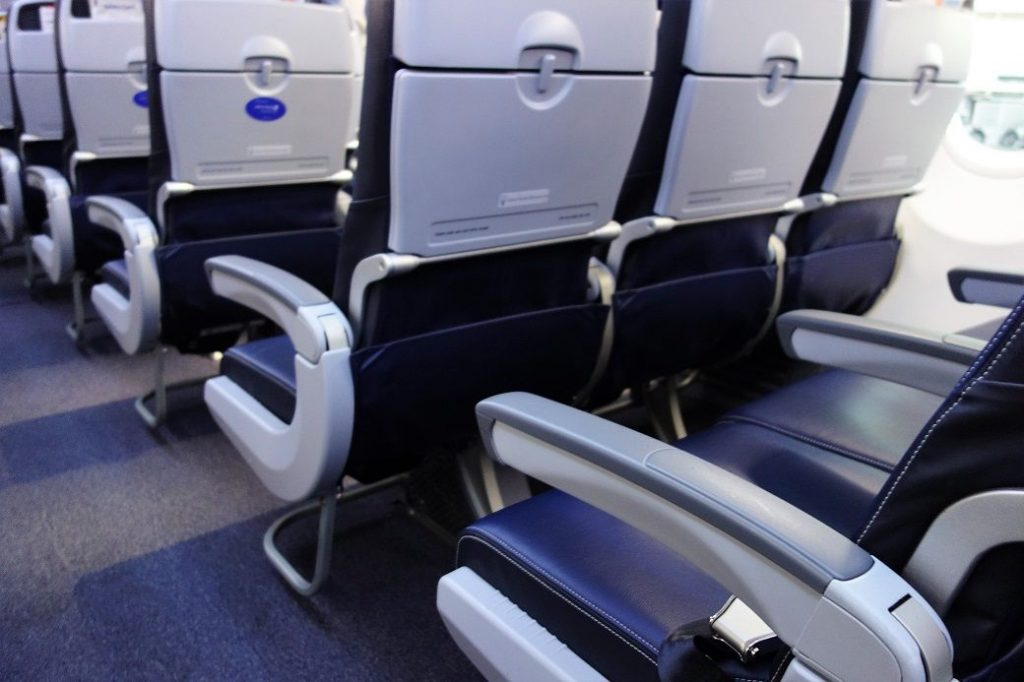 United Airlines Fleet Boeing 737-900 Main Cabin Economy Class Standard Seats Row and Single Aisle Photos