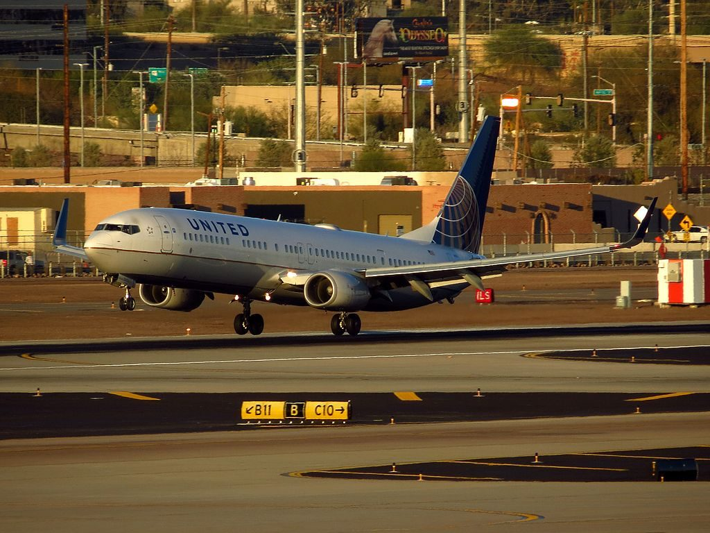 United Airlines Fleet Boeing 737-924-ER N75428 at Phoenix Sky Harbor International Airport