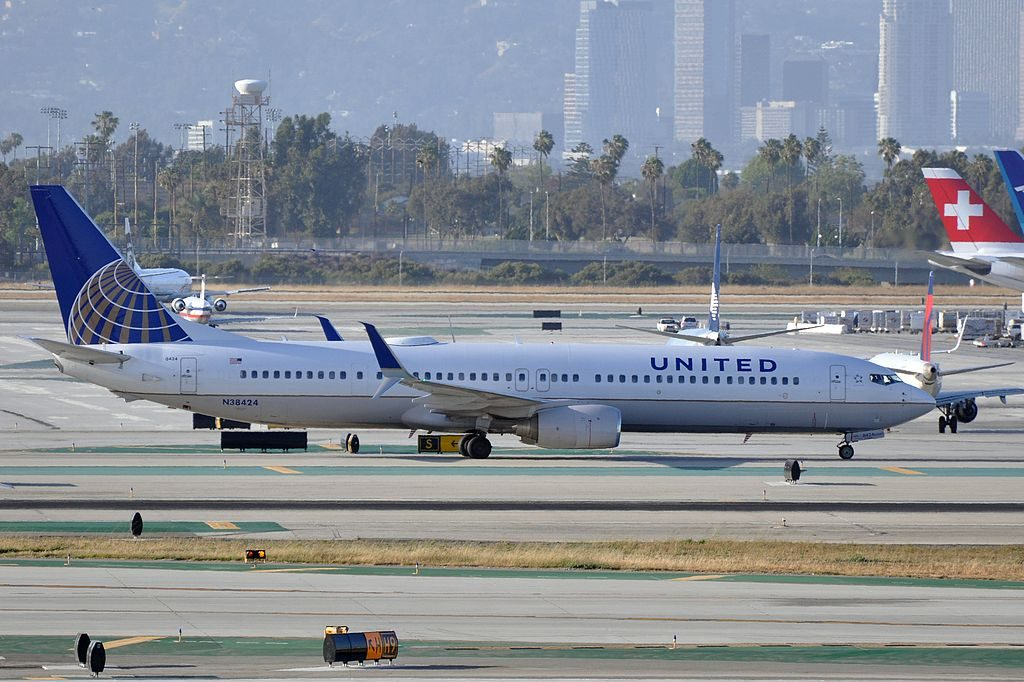 United Airlines Fleet Boeing 737-924(ER)(WL) N38424 taxiing at LAX Airport