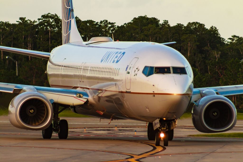 United Airlines Fleet Boeing 737-924(ER)(WL) vacating rwy 17R at MCO Orlando International Airport
