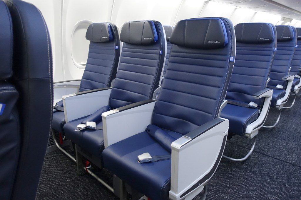 United-Airlines-Fleet-Boeing-737-Max-9-N67501-Aircraft-Economy-Plus-first-row-seats-doesn't-have-a-dividing-wall-between-first-class.jpg