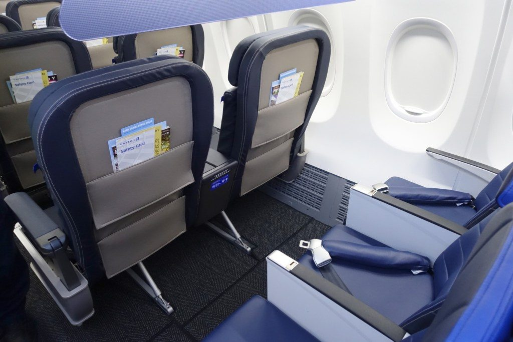United-Airlines-Fleet-Boeing-737-Max-9-N67501-Aircraft-Economy-Plus-first-row-seats-under-seat-storage.jpg