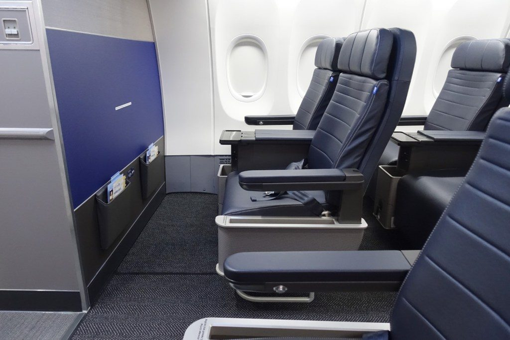 United-Airlines-Fleet-Boeing-737-Max-9-N67501-Aircraft-First-Class-Cabin-Seats-at-the-bulkhead-Row-1-require-seat-belt-airbags.jpg