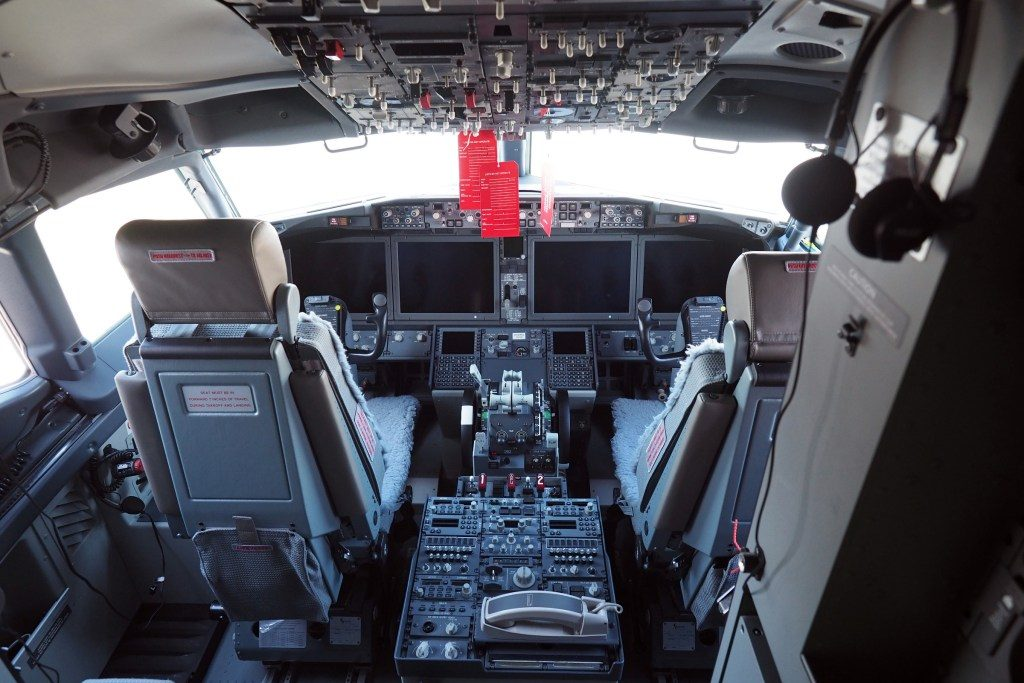 United-Airlines-Fleet-Boeing-737-Max-9-N67501-Aircraft-cockpit-offers-several-upgrades-including-four-new-15-inch-displays-similar-on-the-787.jpg