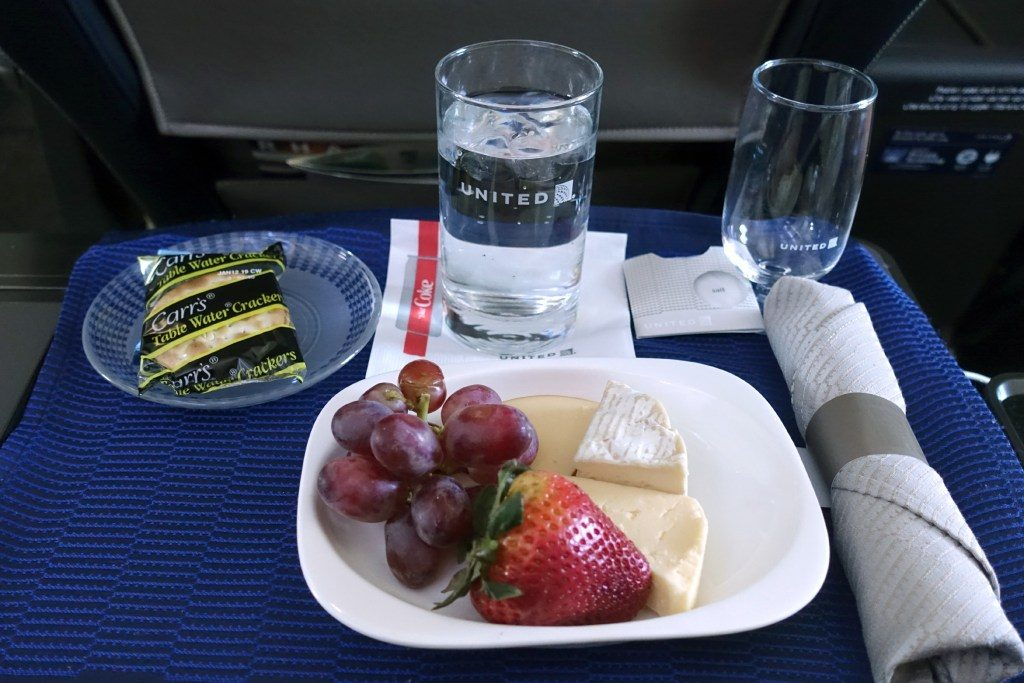 United-Airlines-Fleet-Boeing-737-Max-9-N67501-Aircraft-first-class-cabin-Amenities-Food-and-Beverage-pre-departure-snack-cheese-plate-or-vegetable-wrap.jpg