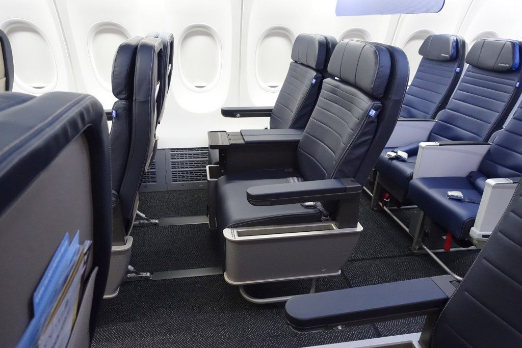 United-Airlines-Fleet-Boeing-737-Max-9-N67501-Aircraft-first-class-cabin-last-seats-row-directly-in-front-of-economy-plus-seats.jpg
