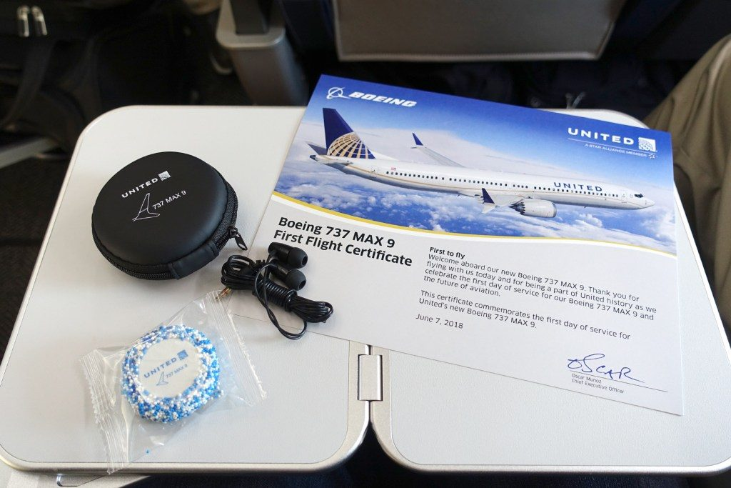 United-Airlines-Fleet-Boeing-737-Max-9-N67501-Aircraft-inflight-amenities-first-flight-certificate-branded-headphones-and-a-cookie.jpg
