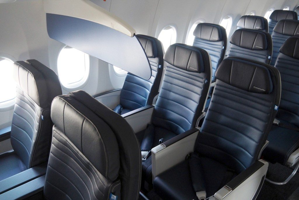 United-Airlines-Fleet-Boeing-737-Max-9-N67501-Aircraft-lack-of-a-bulkhead-wall-between-economy-and-first-class.jpg