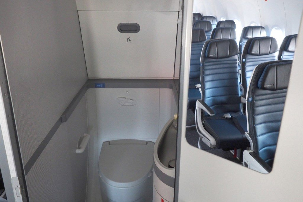 United-Airlines-Fleet-Boeing-737-Max-9-N67501-Aircraft-lavatorytoiletbathroom-photos.jpg