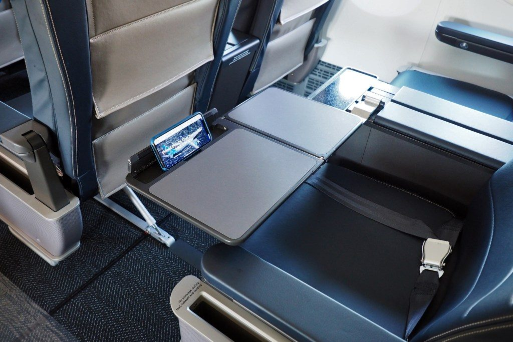 United-Airlines-Fleet-Boeing-737-Max-9-N67501-Aircraft-new-seats-also-feature-an-integrated-tablet-holder.jpg