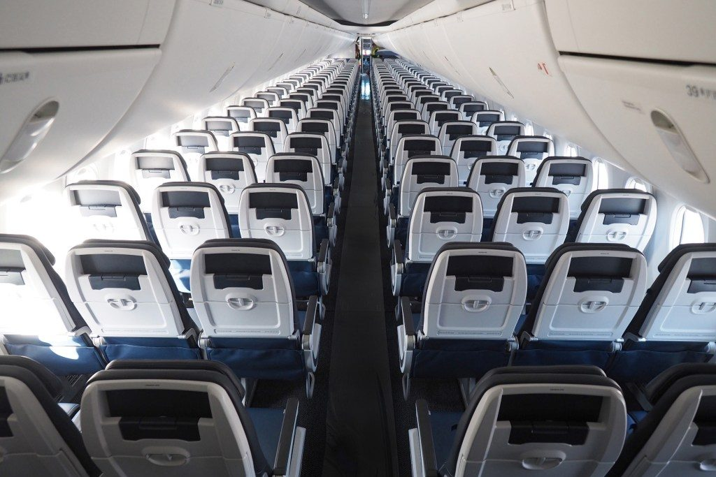 United-Airlines-Fleet-Boeing-737-Max-9-N67501-Aircraft-no-seat-back-entertainment-in-coach-economy-class-cabin.jpg