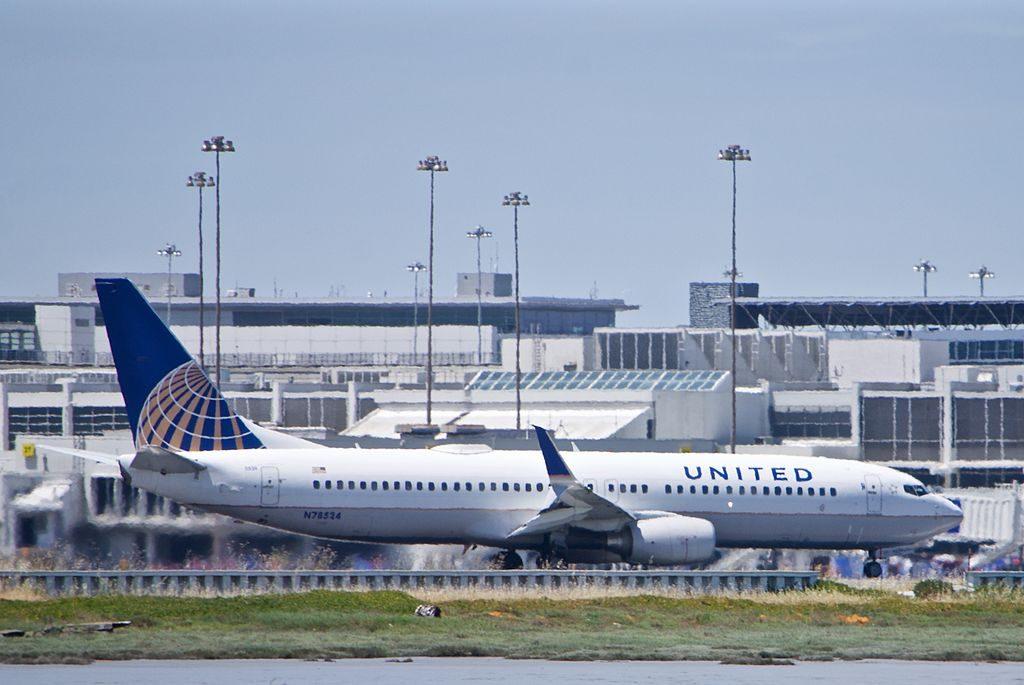 United Airlines Fleet Boeing 737 N-78524, departing, SFO runway 1L or 1R