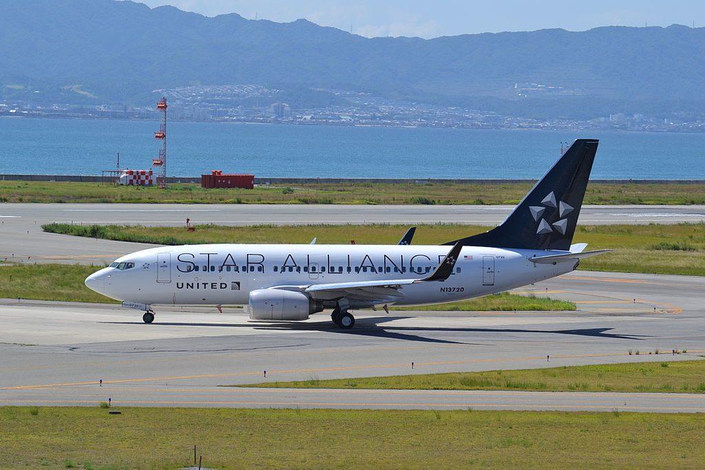 United Airlines Fleet N13720 Boeing 737-724 cn:serial number- 28939:214 in Star Alliance Livery Colors at Osaka Kansai - KIX, Japan, 27:08:13