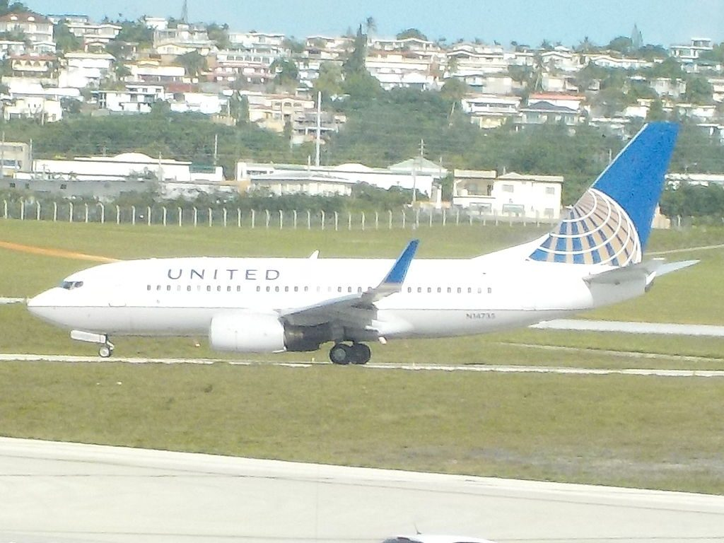 United Airlines Fleet N14735 (ex Continental Airlines) Boeing 737-724 cn:serial number- 28950:376 at Guam airport