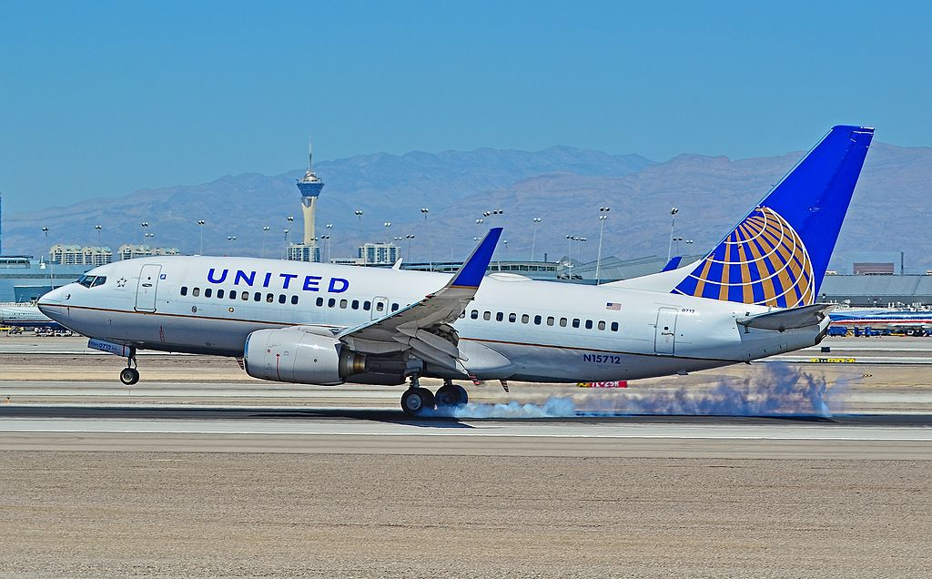 United Airlines Fleet N15712 (ex Continental Airlines) Boeing 737-724 cn:serial number- 28783:105 landing at Las Vegas - McCarran International Airport (LAS : KLAS) USA - Nevada