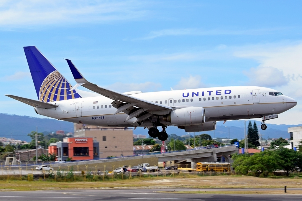 United Airlines Fleet N17753 (ex Copa Airlines) Boeing 737-7V3 cn:serial number- 30463:1221 landing at Tegucigalpa Toncontin Int'l - MHTG Honduras