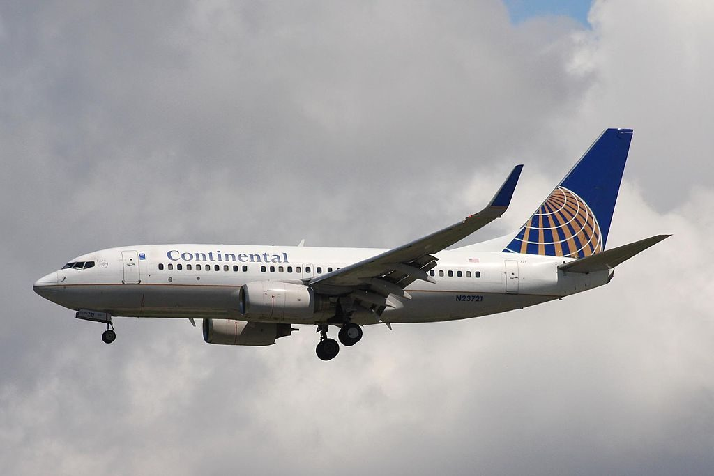 United Airlines Fleet N23721 (ex Continental Airlines) Boeing 737-724 cn:serial number- 28940:219 on short final before landing at Vancouver International Airport