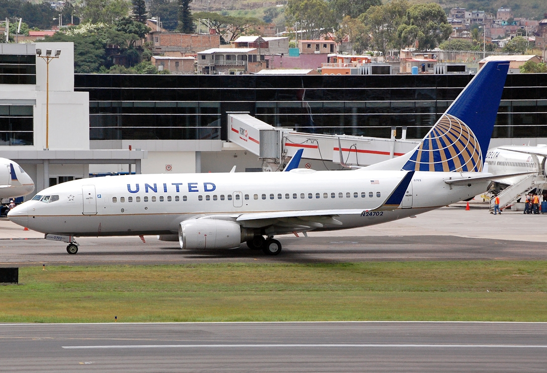 United Airlines Fleet N24702 (ex Continental Airlines) Boeing 737-724 winglets cn:serial number- 28763:32 taxiing on runway at Tegucigalpa Toncontin Int'l - MHTG, Honduras
