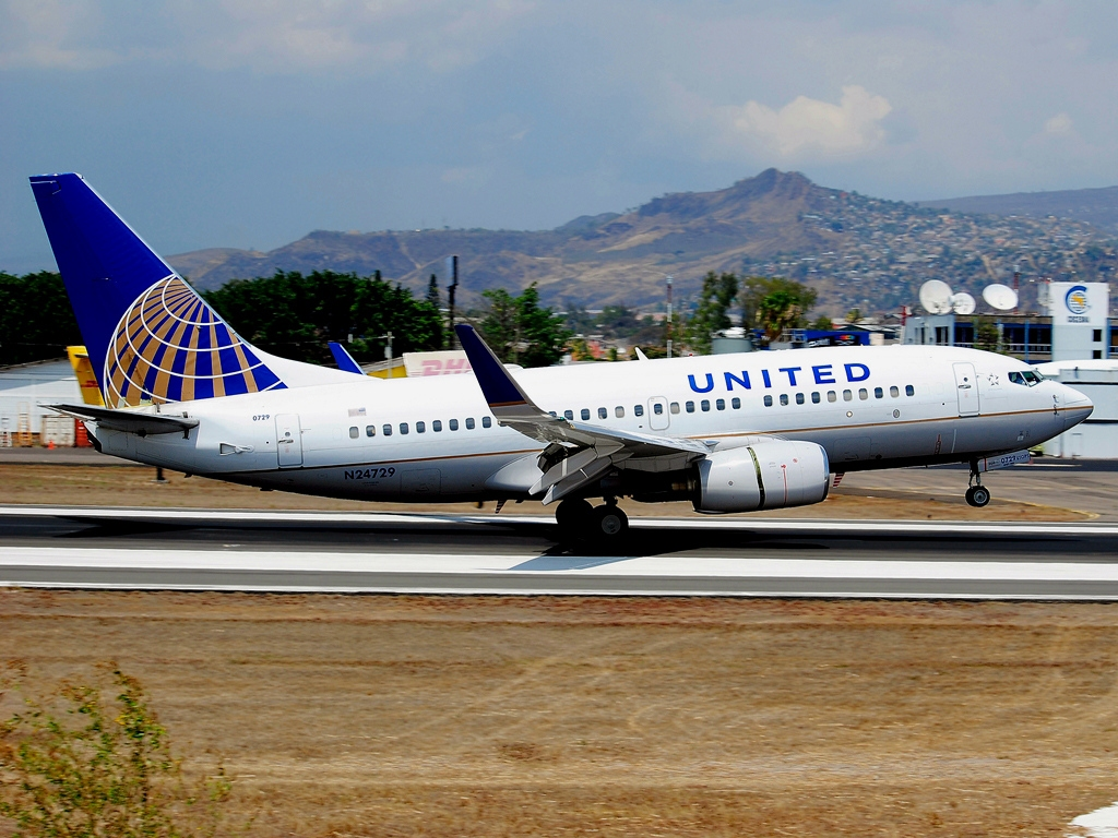 United Airlines Fleet N24729 (ex Continental Airlines) Boeing 737-724 cn:serial number- 28945:325 landing and takeoff at Tegucigalpa Toncontin Int'l - MHTG, Honduras