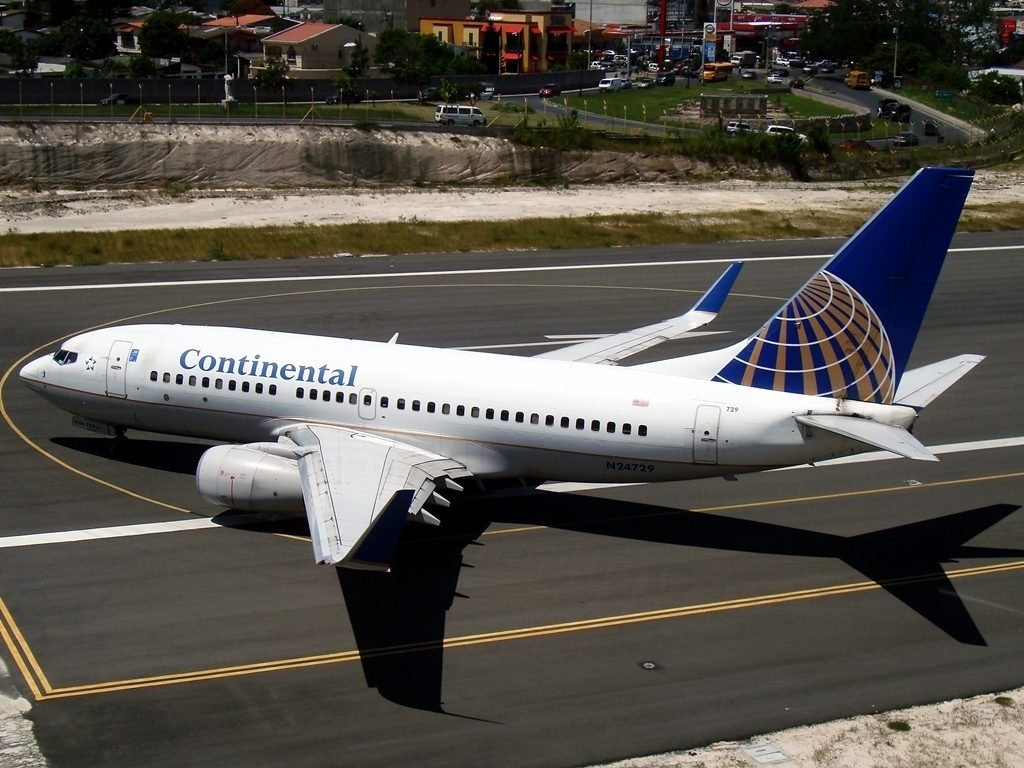 United Airlines Fleet N24729 (ex Continental Airlines) Boeing 737-724 cn:serial number- 28945:325 turn around on runway at Tegucigalpa Toncontin Int'l - MHTG, Honduras
