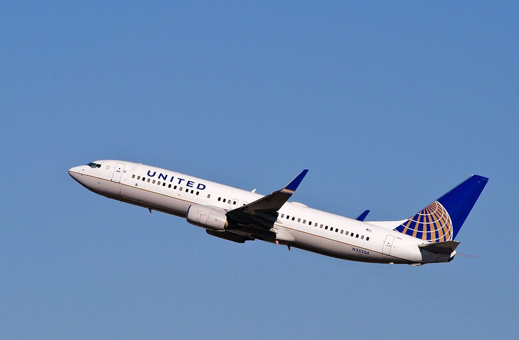 United Airlines Fleet N35204 Boeing 737-824 cn:serial number- 30576:606 leaves for Honolulu