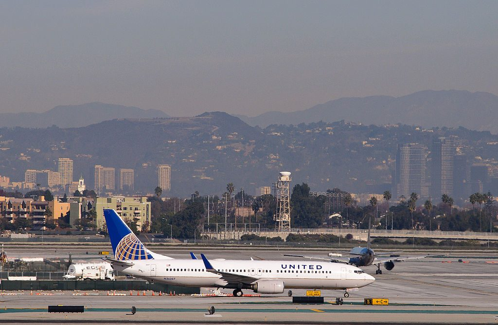 United Airlines Fleet N36207 Boeing 737-800 (ex-Continental) arrives from Denver
