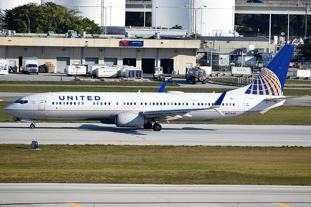 United Airlines Fleet N37468 Boeing 737-924(ER) departing runway 28R at Fort Lauderdale–Hollywood International Airport
