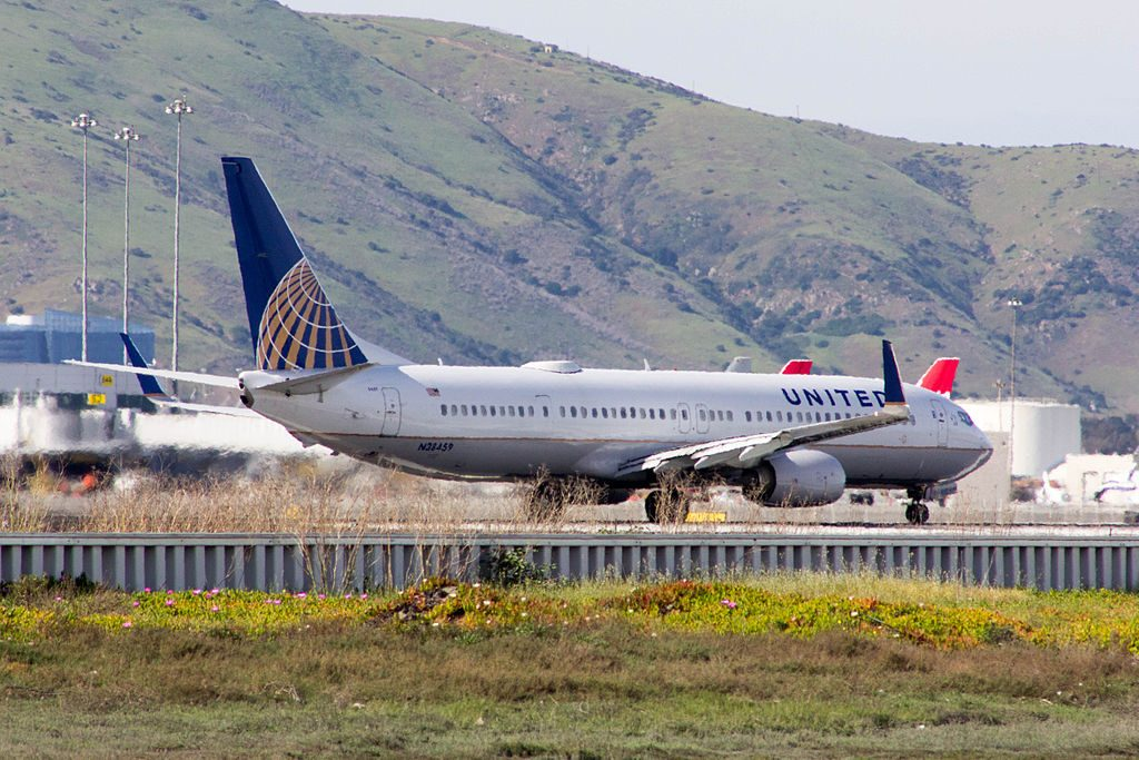 United Airlines Fleet N38459 Boeing 737-924(ER)(WL) Aircraft Takeoff and Landing Photos