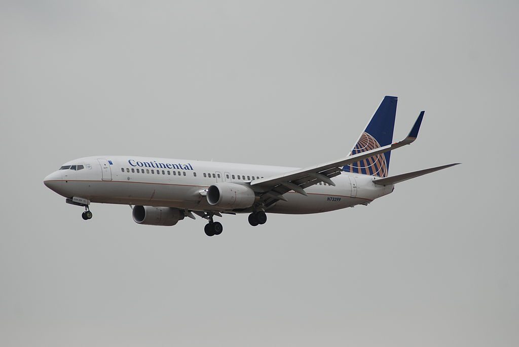 United Airlines Fleet N73299 (ex-Continental) Narrow Body Aircraft Boeing 737-800 winglets on final approach before landing at LAX