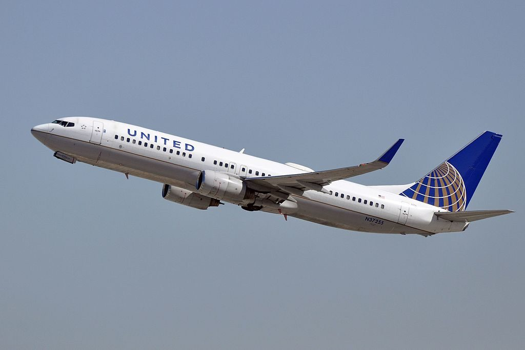 United Airlines Fleet Narrow Body Aircraft Boeing 737-824(WL) N37255 departure LAX