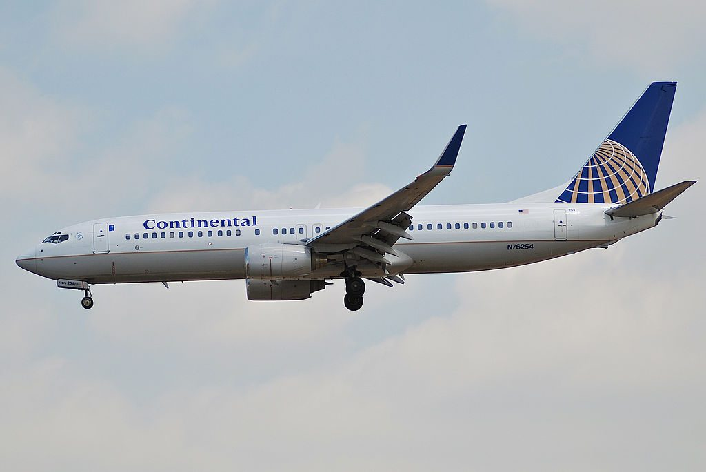 United Airlines Fleet (ex-Continental Airlines) Boeing 737-800 c:n 30779: 667 N76254 short final at LAX