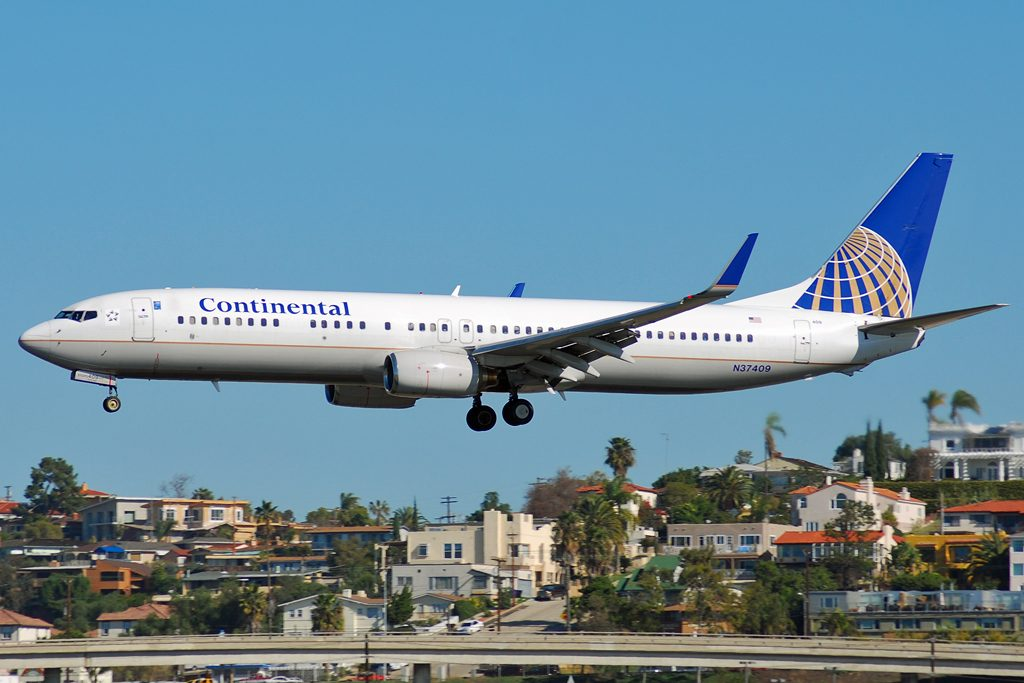 United Airlines Fleet (ex-Continental Airlines) Boeing 737-924 Registration N37409 on final approach before landing