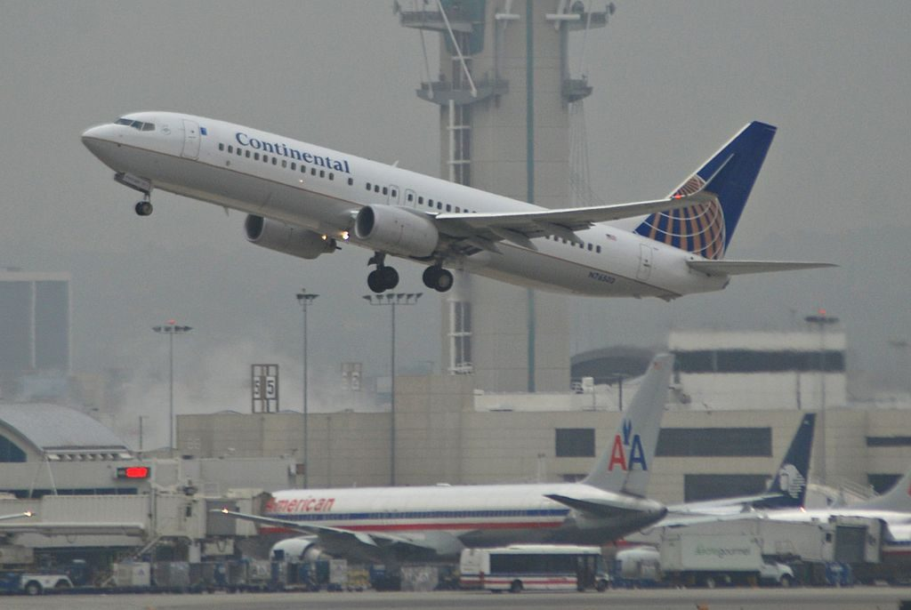 United Airlines Fleet (ex-Continental) Boeing 737-800(w) N76503 departing LAX