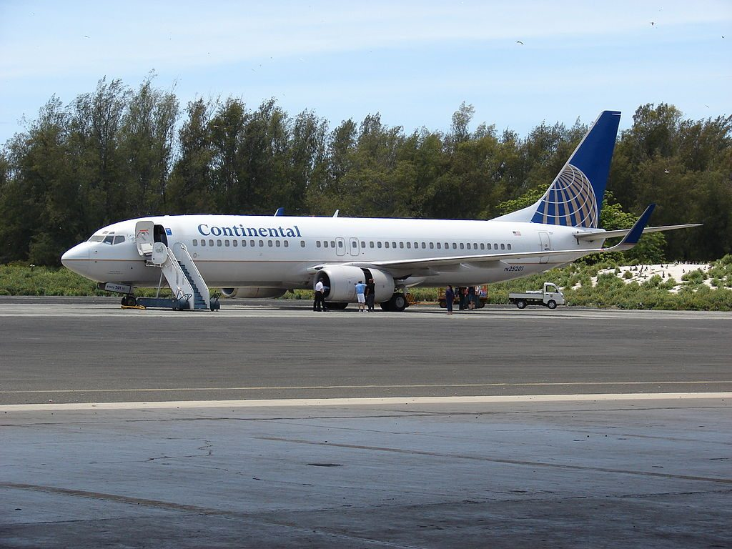 United Airlines Fleet (ex-Continental) Boeing 737-824 (N25201) at Henderson Field, Midway Atoll Hangar Sand Island