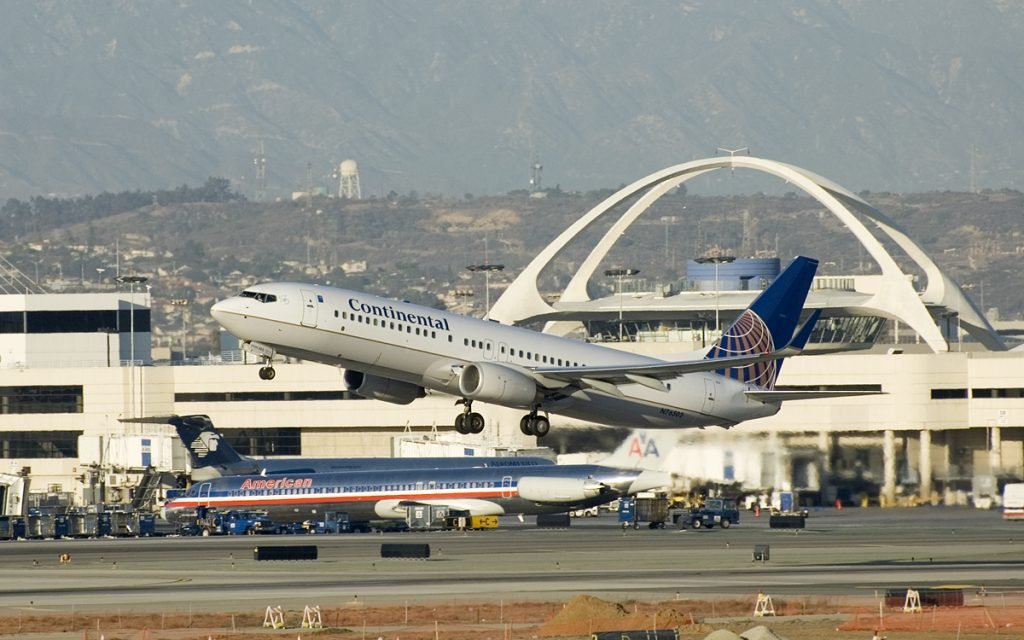 United Airlines Fleet (ex-Continental) Narrow Body Boeing 737-800 N76502 departing LAX