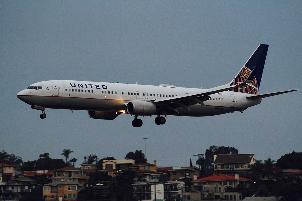 United Airlines N68453 (aircraft) Boeing 737-900ER landing at San Diego International Airport
