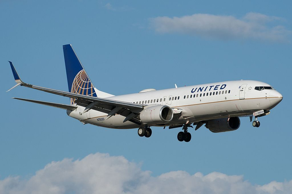 United Airlines Narrow Body Aircraft Boeing 737-800 winglets N78501 Final Approach, YYZ