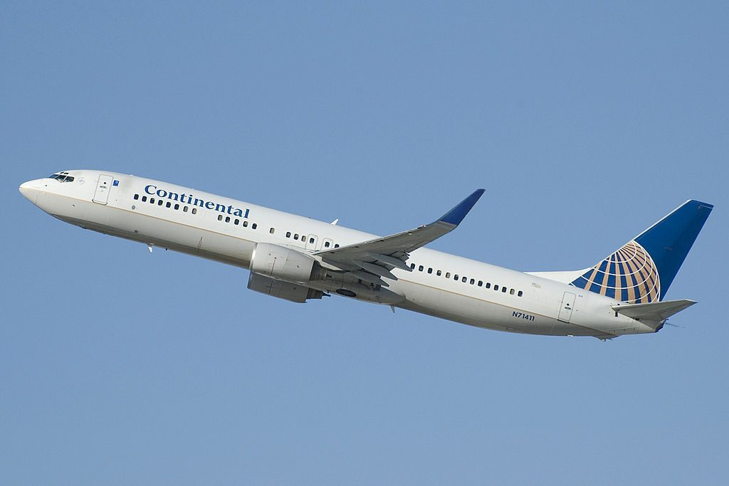 United Airlines Narrow Body Aircraft Boeing 737-900 N71411 (ex-Continental) landing and takeoff at LAX Airport